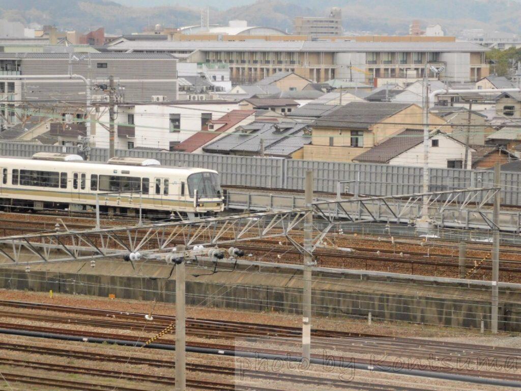 スカイテラスから見た列車