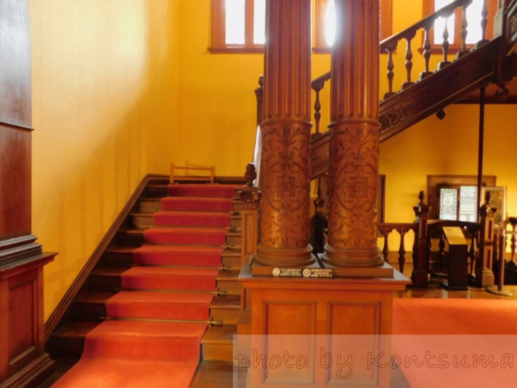旧岩崎邸庭園 洋館1階から2階へ